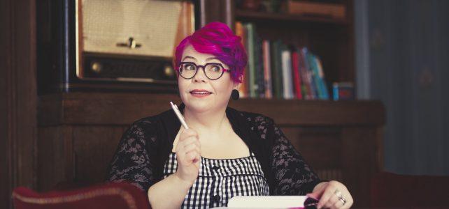 Esikoisnuortenkirjailija Merja Toppi, 48, teki elämänmuutoksen: jätti vanhan ammattinsa voidakseen kirjoittaa ja inspiroida toisia kirjoittamaan